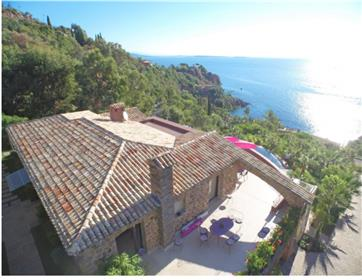 Beautiful waterfront contemporary villa located in a private...