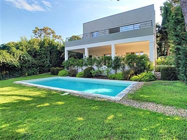 Roquebrune-Cap-Martin, beautiful modern villa new with a beautiful sea view and swimming-pool