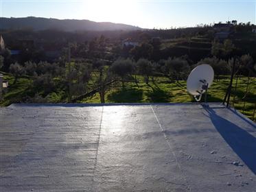 Casa de habitação muito acolhedora com excelente exposição solar + grande tereno