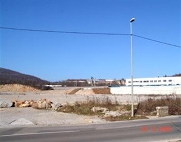 Terrain constructible pour un marché central ce terrain à bâtir pour un marché central a u