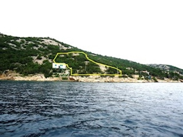 Land for a family house Plot next to the sea. Size 1270 m2. Location south of Senj Karloba