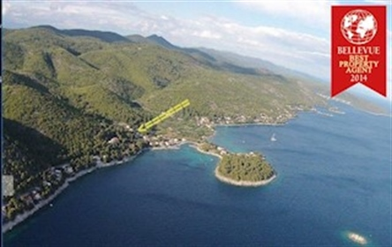 Building approved land (522 m2) for a villa with two residential units We would like to in