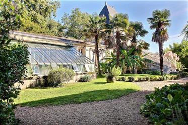 Exquisite property in the heart of 1,2 hectares of parkland