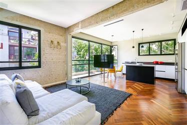 An architecturally designed 4-room apartment next to the Hilton Hotel on a quiet green street