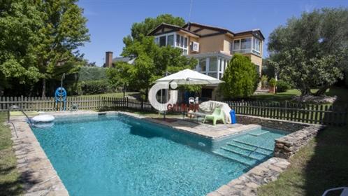 Casa : 330 m²