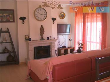 Apartamento T3 em frente á praia de Peniche/Baleal, com uma...
