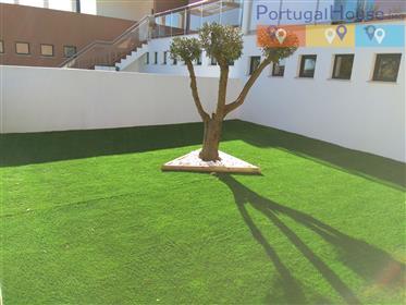 Excelente vivenda T3 nova, integrada num complexo com piscina, campo d