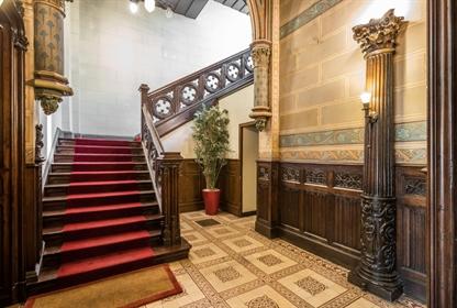 Appartement dans hôtel particulier néogothique