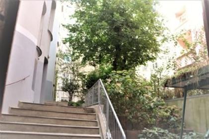 Inmitten säulengeschmückter Prachtbauten, Wohnen und Arbeite...