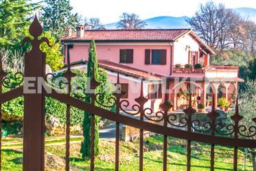 Villa immersa nel verde vicino Orvieto