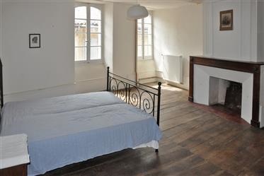 Elegante C18th Maison de Maitre in het hart van de Seronais