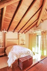 Bonita moradia geminada com 2 quartos, localizada na tradicional aldeia de Algoz, a apenas