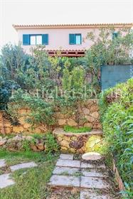 Bonita moradia de 3 quartos, localizada na tradicional aldeia de Algoz, apenas a 5 minutos