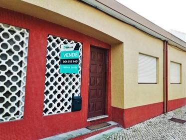 Ground house with patio - Furadouro