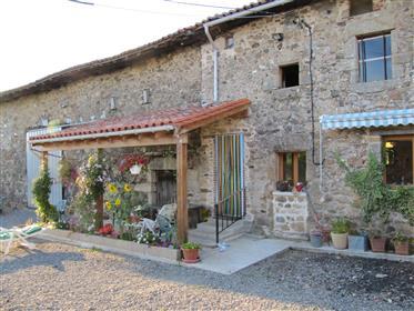 Αγροτική αγροικία με κτίρια και οικόπεδα