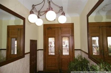 Gutes Investment! Vermietete 5,5-Zimmer Altbauwohnung mit 2 Balkonen nahe Winterfeldtplatz