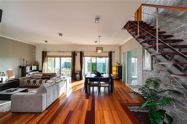 Maison T4 avec jardin à Sesimbra