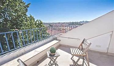 Apartamento T3+1 Duplex Mobilado com terraço e vista em Arroios, Lisboa