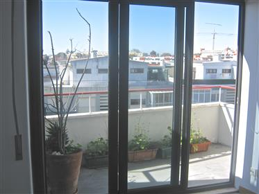 Apartamento T5 Remodelado no Restelo com Vista Rio, em Lisboa