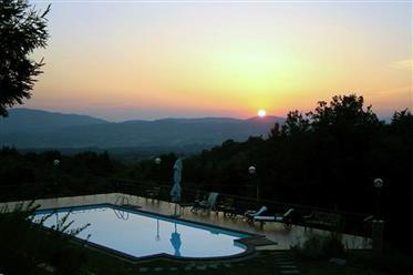 Toscana, Villa con vista sulla valle dell'Arno