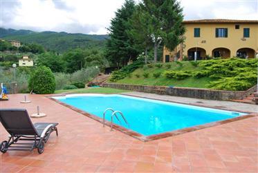 Toscana, Villa con vistas al valle del Arno