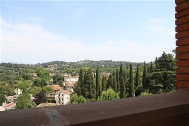 The apartment on two levels with panoramic terrace in a magnificent villa in Florence