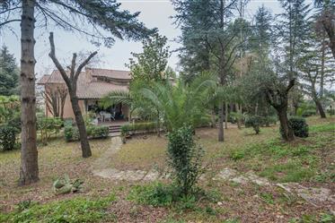 Villa con parco in vendita nelle Marche