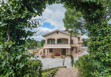 Prestigiosa villa in vendita a Morrovalle nelle Marche