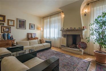 Prestigioso appartamento nel centro storico con terrazzo e g...