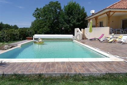 Magnificent villa located in a popular area of Villefranche on the heights, you will be se