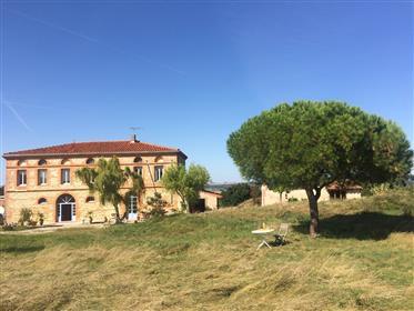 Rolig og storslået gård og stuehus i Toulouse området