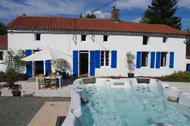 Sechs Schlafzimmern Haus, 4 Hektar, Whirlpool, Nebengebäude + Haus!