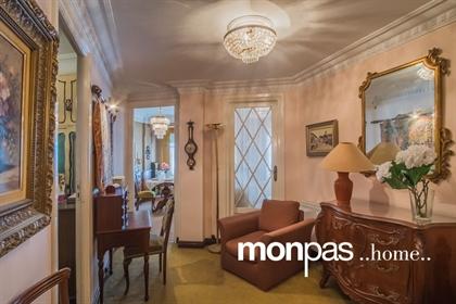 Vintage Home Monpas presenta en exclusiva esta exquisita vivienda, en edificio de hormigón