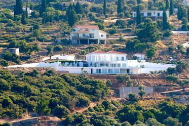 Πολυτελής κατοικία : 650 τ.μ.