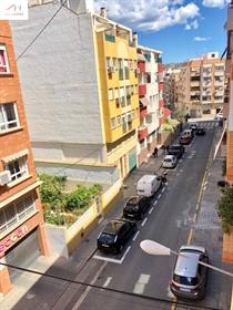 Piso luminoso en la calle Roselló detrás de la avenida de Conde Lumiares, el cual posee un