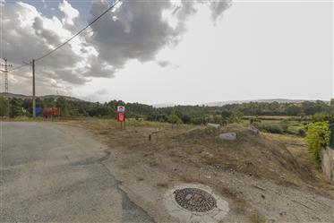 Terrain avec 450 m2 pour la construction de maison individuelle. 10 km de la ville.