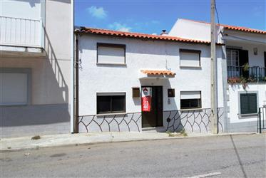 House with 64 m2 of area, consisting of 2 bedrooms, with the possibility of using the atti