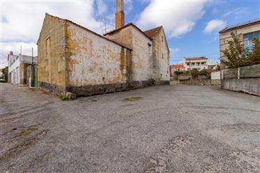 Maison en pierre de granit répartie sur 3 étages avec 162,50 m2. Pour la reconstruction, c