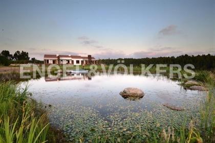 Numa área de beleza e riqueza impar com uma privilegiada localização no Parque Natural do