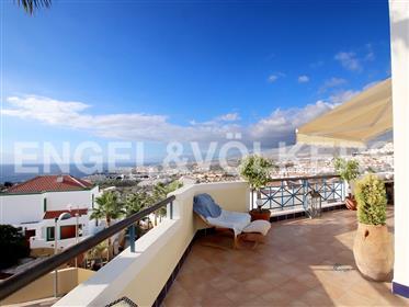 Soleada casa con vistas al mar en San Eugenio Alto, Adeje, Tenerife Sur!