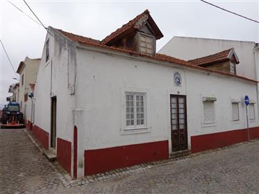 Moradia T4 - Centro de Aljubarrota - Alcobaça