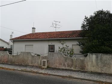 Moradia T1 com Quintal - Martingança - Alcobaça