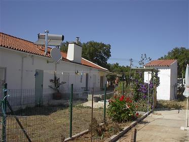 Propriedade rural alentejana, com um estúdio adjacente