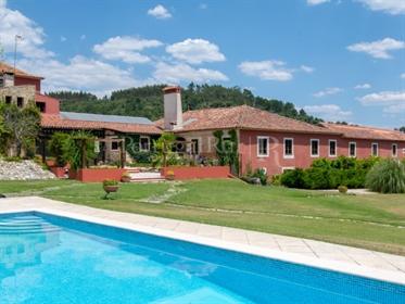 Vivenda: 956 m²