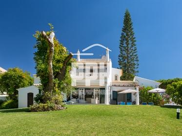 Acomodações espaçosas de 5 de cama moradia em Vilamoura