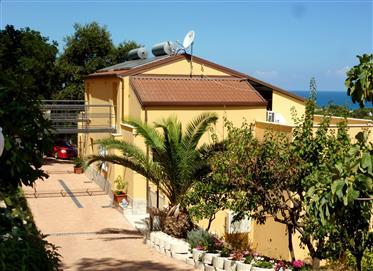 Bonita vivenda de arquiteto com vista para o mar excelente
