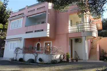 Kuća : 255 m²