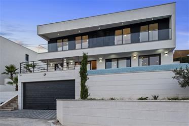 Luksuzna nekretnina : 247 m²