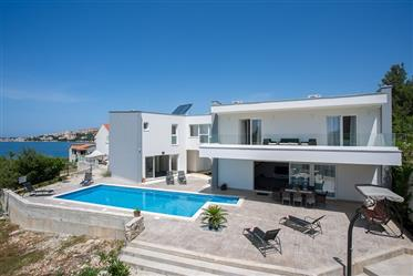 Beautiful family villa with pool and lovely view