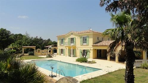 Sainte Maxime výjimečný dům blízko